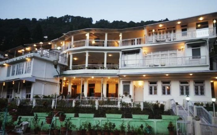 10 fascinating hotels in nainital on mall road for Charming hotels of the world
