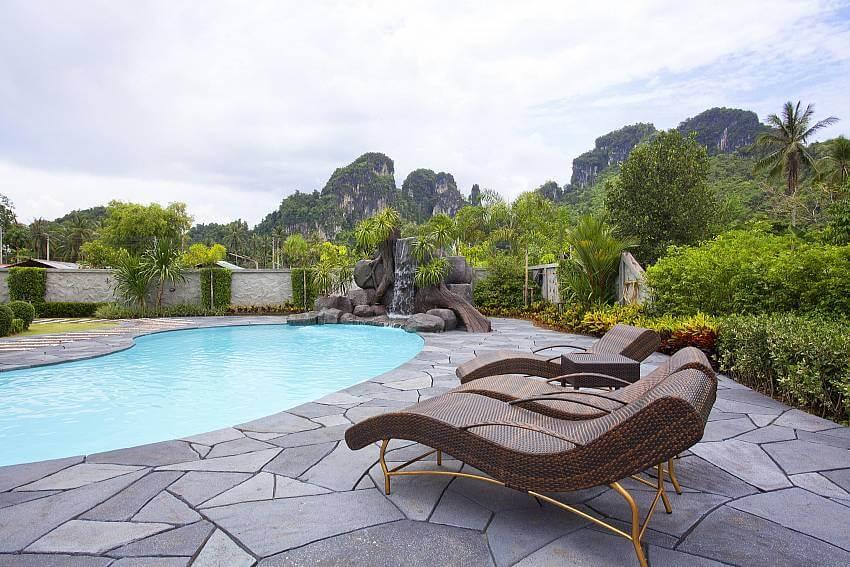 outdoor pool of Baan Sang Dow
