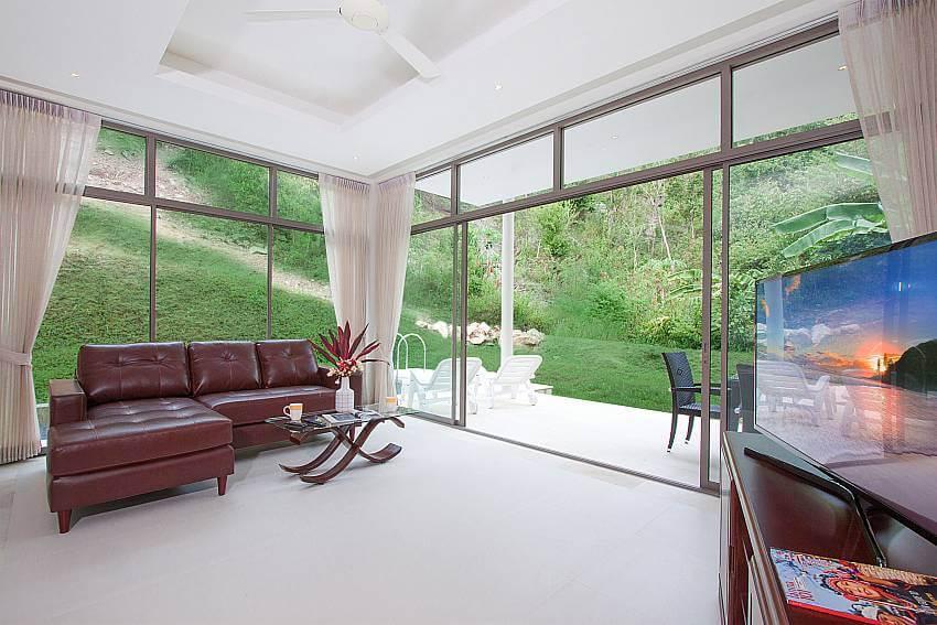 inside a bedroom of Triumph Villa B