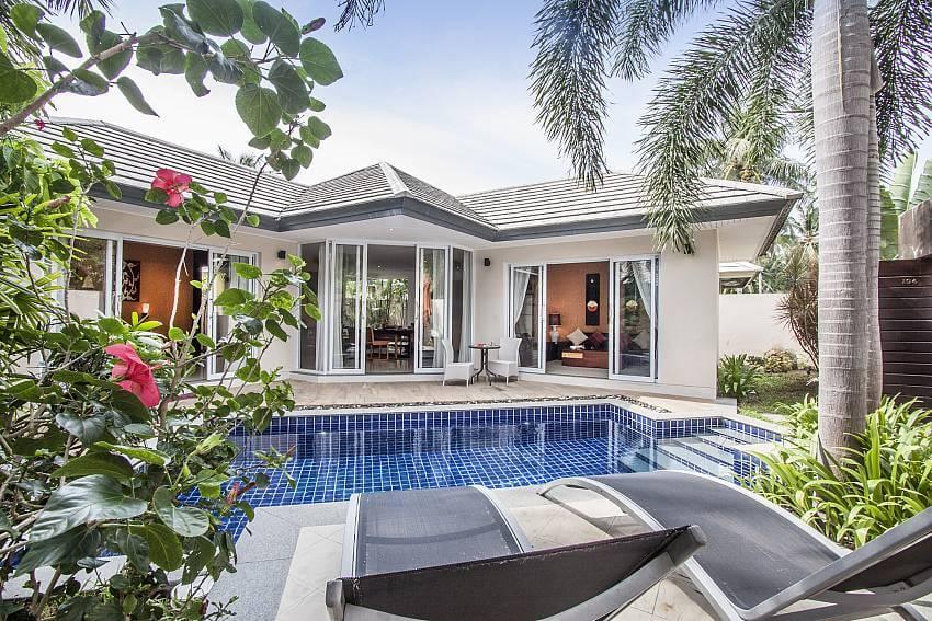 outdoor pool of Villa Lipalia 104