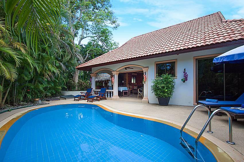 outdoor pool of Villa Onella