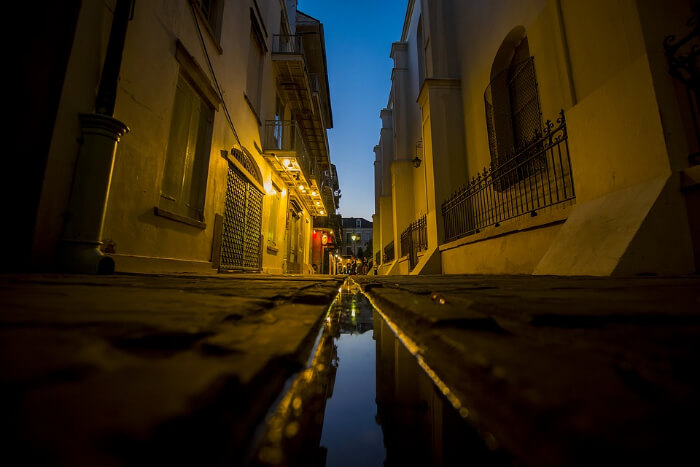 Avoid walking in the streets at night